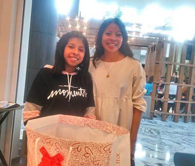 Jaqueline mit ihrer Schwester Jennifer